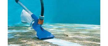 Как выбрать качественный подводный пылесос для бассейна?