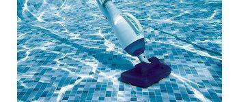 Ручной пылесос для бассейна или робот?