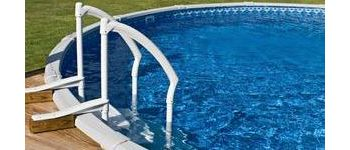 Выбираем лестницу для бассейна. Разновидности лестниц