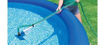 Выбираем ручной пылесос для бассейна
